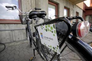 Fler behöver arbeta i välfärden. Bilden visar en cykel för hemtjänstpersonal i Västerås
