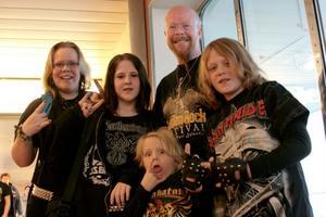 Familjen Levin från Västra Tunhem: Annalena, Stefan, Ronja, Ozzy och Eddie. Foto:Elena Larsson