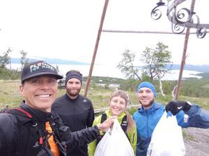 Ploggingens grundare Erik Ahlström tillsammans med tre glada skräpplockare.
