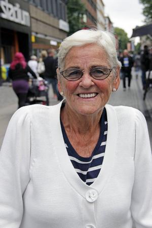 Ruth Nilsson, 81 år, pensionär, Gävle:   – Jag promenerar i Boulognern och på kyrkogården. Det är så skönt.