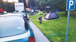 Ett läger vid E18, fotograferat av entreprenören Svevia, som sköter renhållningen åt Trafikverket.