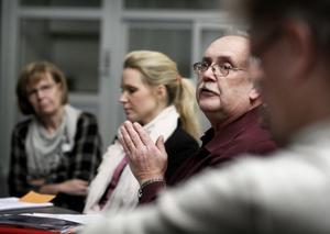 Ivan Eriksson lovade inga mer pengar till lärarna mer än att han ville se över läget för förskollärarna. Hanna Lindgren, närmast Eriksson, ansåg att det är hög tid för ett lönelyft. I bakgrunden Barbro Forsberg Nystedt, skolchef på social- och utbildningsförvaltningen.