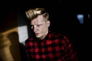 De senaste veckorna har Axel Schylström fått till sitt scenspråk.