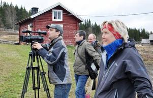 Det ryska tv-teamet har under veckan lotsats runt i länet med hjälp av Camilla Olsson, vd för Östersunds turist och kongress, till höger i bild.
