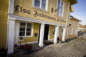 Elsa Andersons konditori i Norberg som det såg ut före branden.