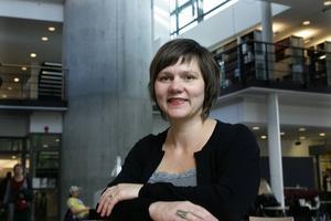 Karin Nykvist, litteraturvetare på Lunds universitet, har fått höra från sina studenter att de vill slippa må dåligt av det de läser.