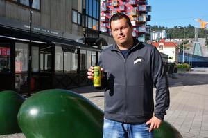 Kjell Moberg är upprörd över de konsekvenser som kan uppstå då unga personer dricker stora mängder energidryck.
