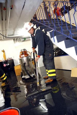 Ersätts inte. Efter skyfallen i juli 2010 drabbades många fastigheter av översvämningar. Men enligt sin egen utredning är inte kommunen skyldig att ersätta skadorna eftersom avloppsnätet uppfyller de krav som ställs. Arkivbild: Ulrika Stoetzer