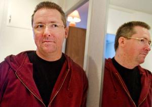 """I dag är Tony Dennor 33 år och förtids            pensionerad. Diagnosen Aspergers syndrom innebar en lättnad för hela familjen. """"I dag har jag faktiskt roligt med mitt Aspergertänkande och skulle inte vilja byta"""", säger han.Foto: Ulrika Andersson"""