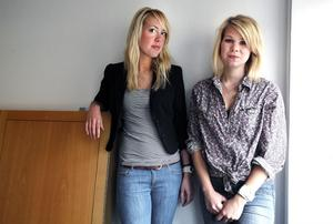 Beatrice Färdigs och Caroline Möller har fått sommarjobb.