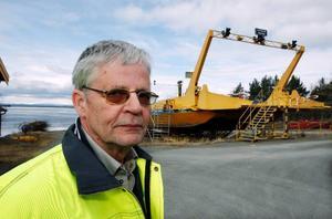 Färjeledschefen Bengt Landén på Trafikverket säger att det kan ta ytterligare minst 14 dagar innan Håkanstafärjan kan börja gå i trafik.