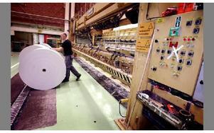 -- Vissa lever för jobbet, jag jobbar för att leva, säger Janne Karlsson. Han har jobbat vid PM 10 vid Kvarnsvedens pappersbruk i snart 30 år.Foto: Tomas Nyberg