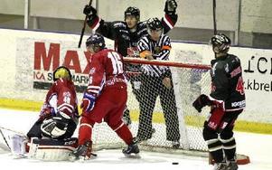 Hudiksvall gör här 0-1 mot Falun. Foto: Curt Kvicker