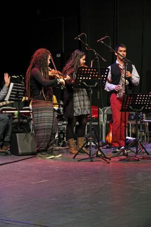Theresa Godau, Isabel Godau och Marineli Isaksson spelar.