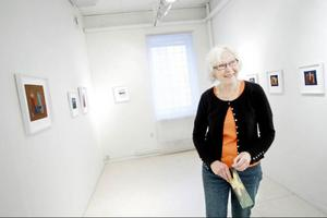 Ingrid Aronsson blomstrar i det textila uttrycket, skriver Linda Petersson som inte vill vänta tolv år på Ingrids nästa separatutställning.