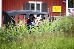 Tor Wådell skjutsade glada barn i sin T-Ford.