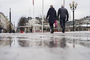 Isen smälter fort när plusgrader råder dygnet runt.