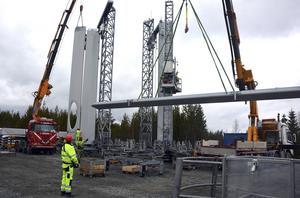 Östra Finnbygdens intresseförening vill inte se vindkraftverk på Bäråsen, och riktar kritik mot politikerna som inte vill lyssna på deras argument.