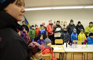 Stort intresse. Uppslutningen vid första skidskoletillfället i kväll var stort där Henrietta Sjödin var en av ledarna som tog emot och hälsade alla välkomna.