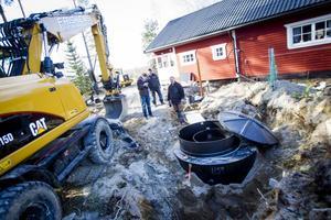 I Skålbo grävs just nu för ett minireningsverk. Det är ett alternativ till trekammarbrunn.
