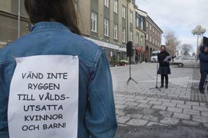 Jessika Svensson (V) tycker att Kvinnojouren kommer behövas även i framtiden oavsett om Centrum mot våld utvecklas.