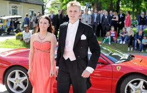 Martina Wiklund och Joel Larsson åkte Ferrari till festen.