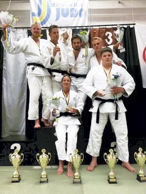 Det blev guldpokaler för fem av de tävlande ifrån Frövi Judo när SM avgjordes i Sundsvall i förra veckan. Foto: Frövi IK
