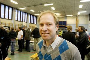 Gabriel Duveskog, vd för JP Vind, anser att han bara har diskuterat behovet om pengar till en gång- och cykelväg.