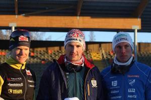 Jens Eriksson, Teodor Peterson och Umeås hemmaåkare Simon Persson tog medaljerna vid sprint-SM i Umeå.Foto: Thord Eric Nilsson