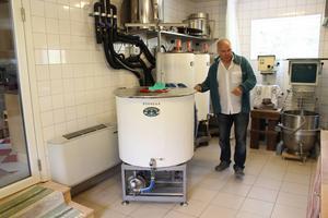 I ett gammalt stall har Gustav och Kerstin Nylén investerat i gårdsbageri, restaurangkök för catering och ett mikrobryggeri.
