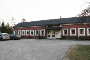 Den äldsta delen av Tallmon är byggd på 1960-talet. Det är den som är i skrikande behov av renovering.