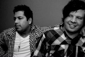"""Utslagna. Ricky och Ronny har ändå gjort en låt som bland tusentals tävlande tog sig in bland de 32 främsta i """"Webbjokern""""."""