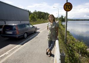 Sara Olofsson från föräldraföreningen i Njutånger vill att hastigheten på vägsträckan till Iggesund ska sänkas när eleverna börjar i skolan där.