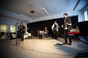 Kvartetten Spitfire var ett av många band från Sandviken som uppträdde under årets Kulturskolejazzen. De bjöd på flera gamla rockhits.