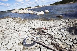 En cirka två meter stor öppning gjorde det möjligt för det miljöfarliga vattnet att rinna ut i havet.