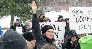 Tonerna var stundtals höga vid fredagens demonstration på Stortorget i Östersund.