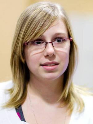 Julia Olsson,  16 år, studerande, Lit.– Inte så ofta, tyvärr. Kanske två gånger per år. Jag glömmer bort det helt enkelt.