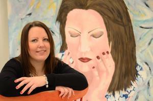 Uttrycksfull. Tidigare målade Linn Westanbäck en hel del porträtt, bland annat sitt eget. Nu är hennes konst framför allt abstrakt.