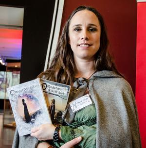 Annah Nozlins böcker utspelar sig i en medeltida värld med inslag av sagoväsen och magi.
