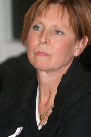 Allmänheten upplever att vissa tjänstemän i kommunhuset inte ringer upp trots att de eftersökts.– Oacceptabelt. De ska svara, säger Mona Frannzén Lundin.