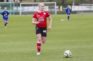 Jennifer Larsson spelar division 2-fotboll med Team Hudik.