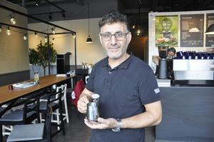 Ahmet Yilimaz, Gävle, chef på Waynes coffee, visade att vattnet var mer än 100 grader varmt. Alltså över kokpunkten, såsom rekommenderats..