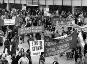 Kvinnohistoria – 8:e mars-demonstration på Sergels torg i Stockholm 1986.