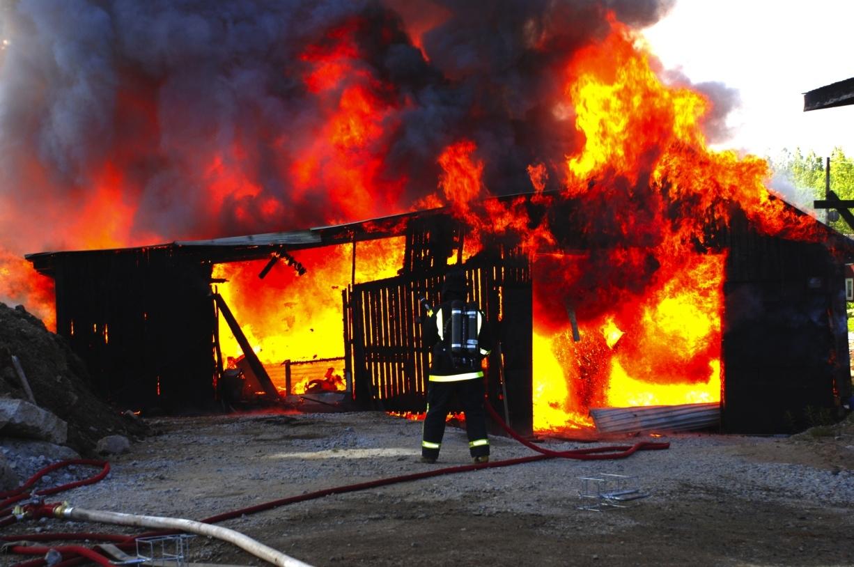 Explosionsartad brand i pelletsfabrik