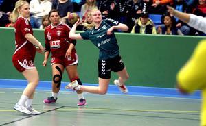 Sanna Jonsäll hann göra tre mål från sin kant innan hon skadad fick kliva av i andra halvlek.