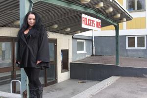 Nina Lundquist har spelat runt land och rike med sitt band, men bara en gång tidigare i Fagersta och aldrig tidigare på Folkets hus.