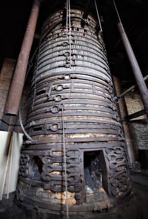 Hyttans masugnar ärmer än 15 meter höga.