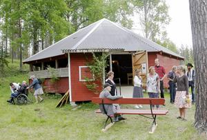 Dansbanan i Österåsen. Härom kvällen roade sig de boende på äldreboendet Häradsgården här.