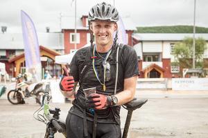 – Det har gått bra. Jag gjorde bara ett stopp för att ta av mig jackan säger Henrik Jonsson från Östersund som tyckte att det var roligt men jobbigt. Han cyklade 40 kilometer och kom på femte plats med tiden 2:17:50