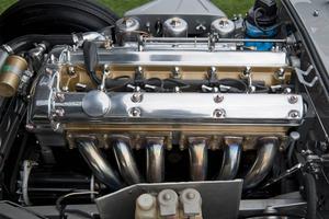 Motorer med sex cylindrar slog igenom 1904 och har nu gjort comeback.